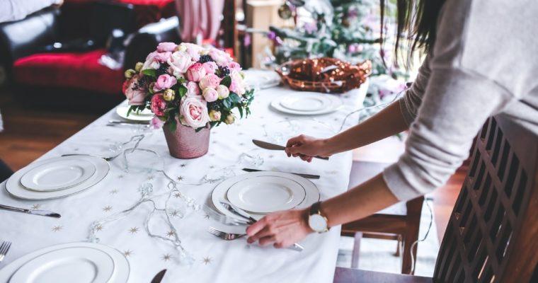 Wees niet bang om te experimenteren met het dekken van de tafel!